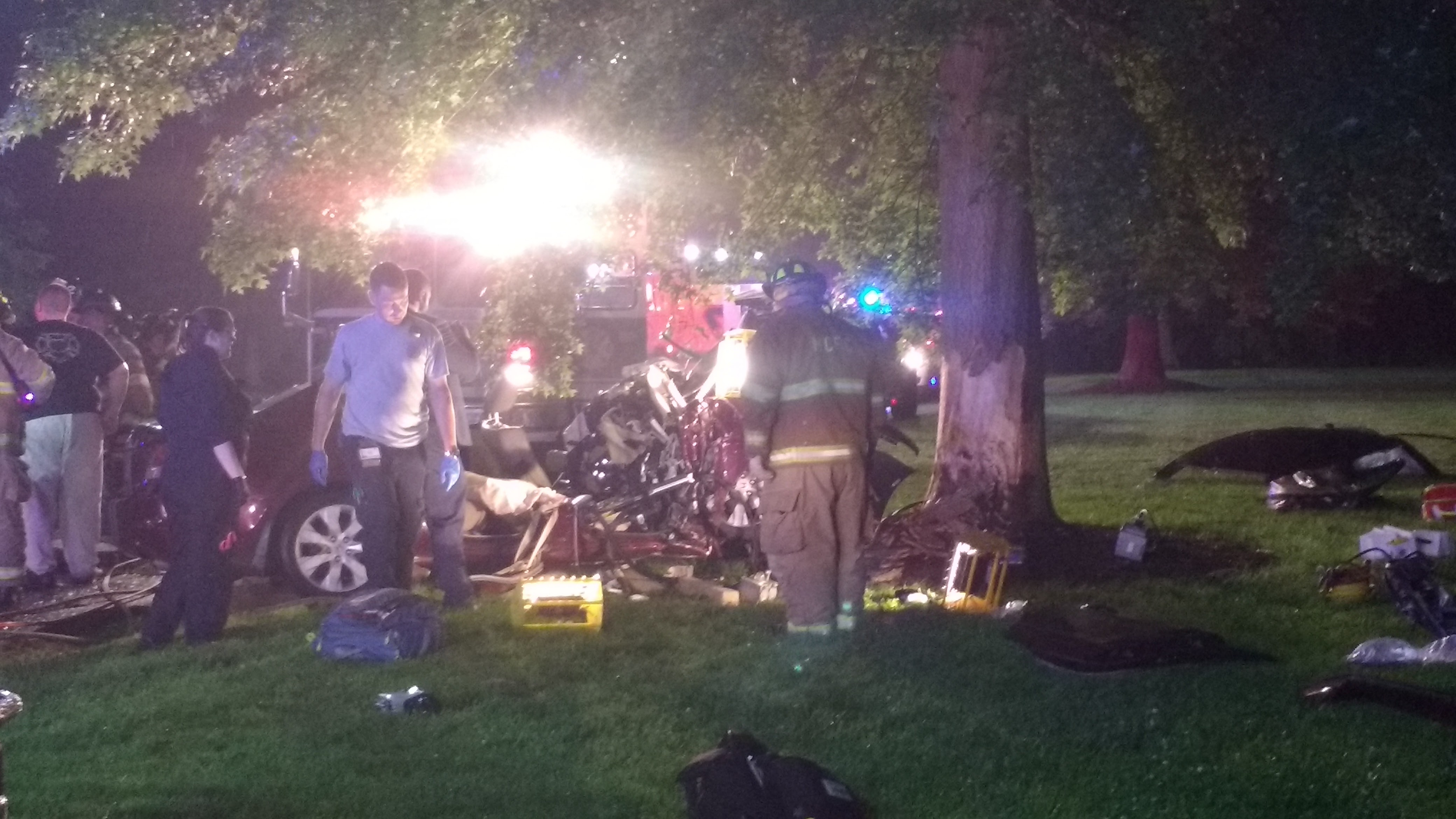 Car Plows Into Tree Near Delaware Park Serious Injuries First State Update