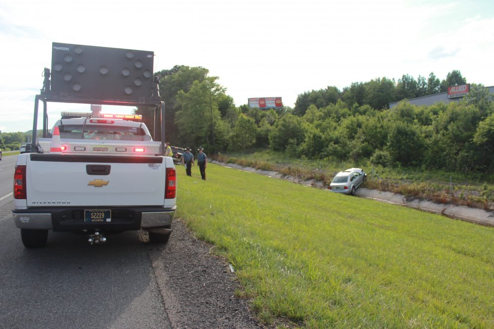 I 95 Crash Sends Two Off The Road Slows Traffic First