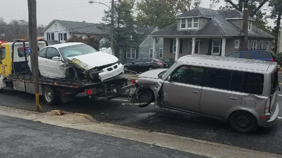 Police Chase Ends In Violent Crash, 1 Suspect Caught, 1 Outstanding