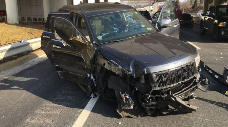 Suv Slams Head On Into Safety Barrier On I 95 Driver To
